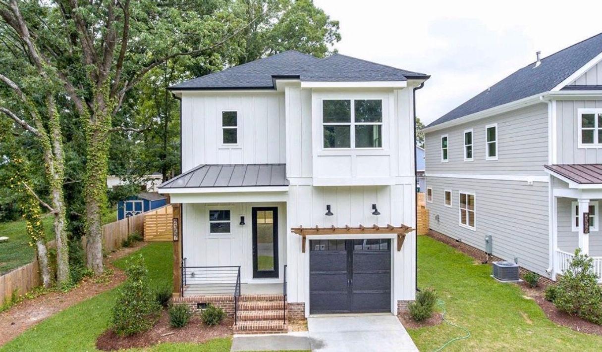 Longview Modern Farm Homes